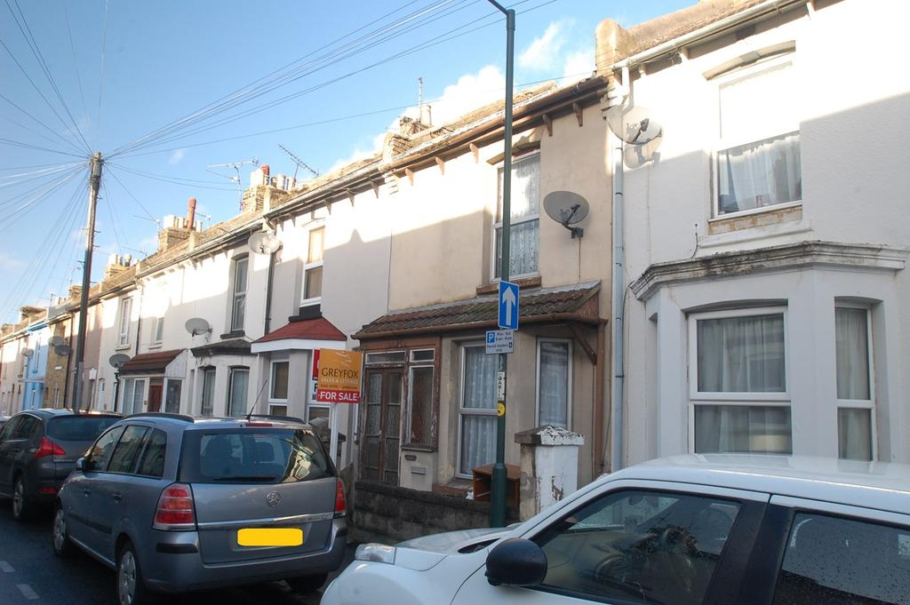 3 Bedrooms Terraced House for sale in Gordon Road, Gillingham, ME7