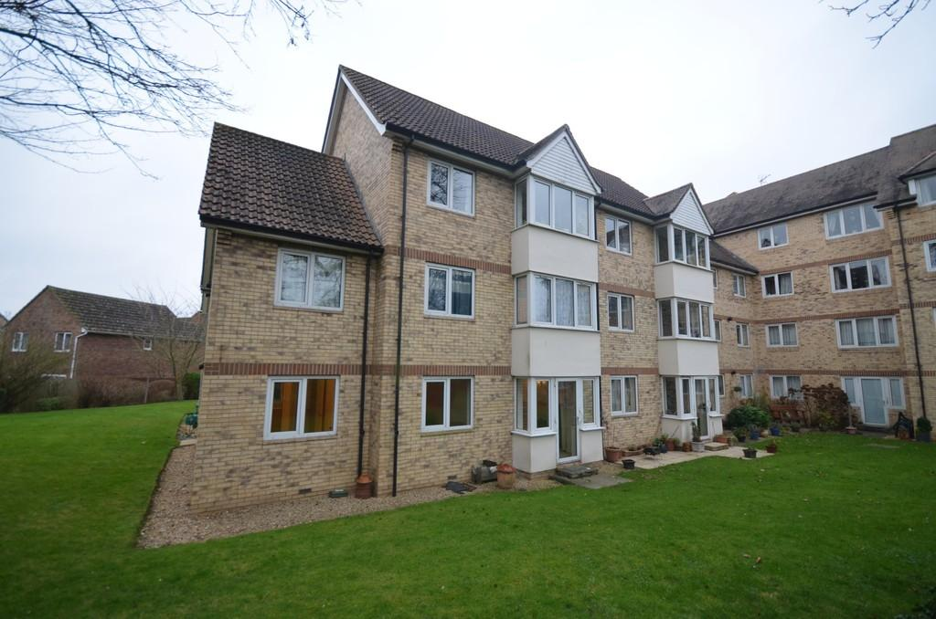 2 Bedrooms Ground Flat for sale in Foster Court, Witham, CM8 2TQ