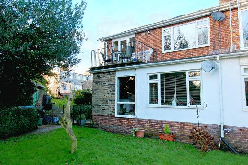 2 Bedrooms Maisonette Flat for sale in Court Road, Godstone