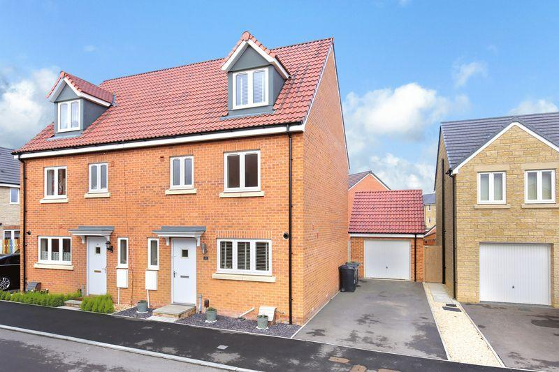 4 Bedrooms Semi Detached House for sale in Thirsk Drive, Trowbridge