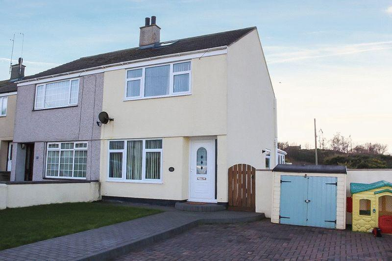 2 Bedrooms Semi Detached House for sale in Lon Newydd, Holyhead