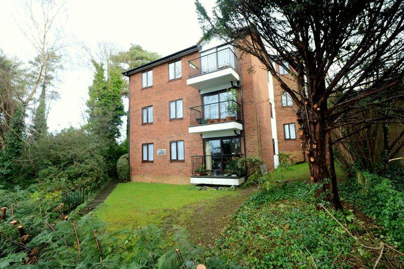 2 Bedrooms Apartment Flat for sale in Sanderstead Road, Sanderstead South Croydon