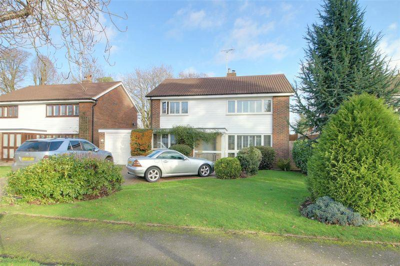 4 Bedrooms Detached House for sale in Fairoak Close, Kenley