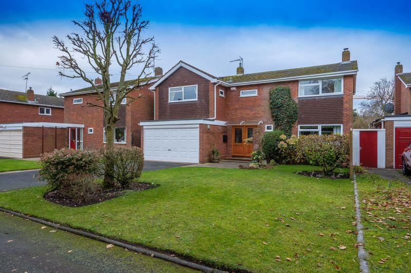 4 Bedrooms Detached House for sale in Haywood Drive, Tettenhall, Wolverhampton