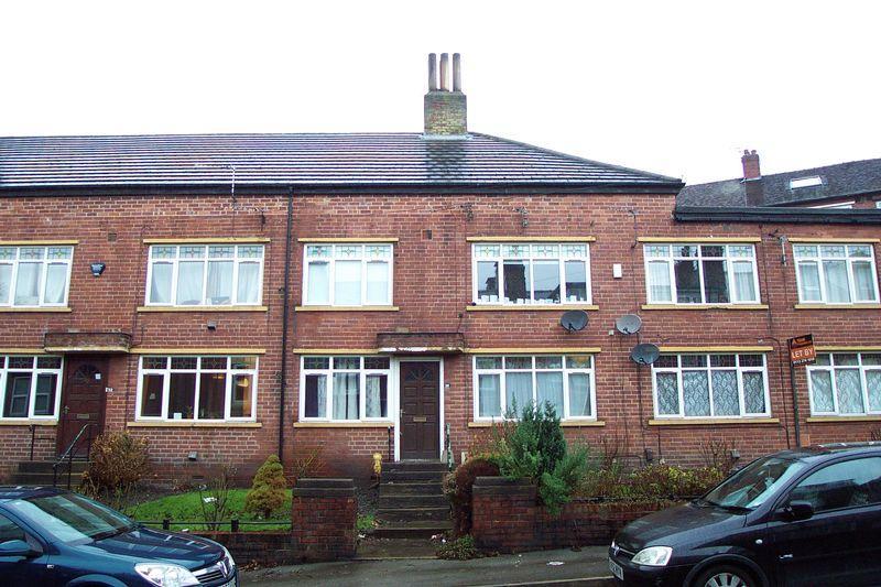 2 Bedrooms Flat for sale in The Village Street, Leeds