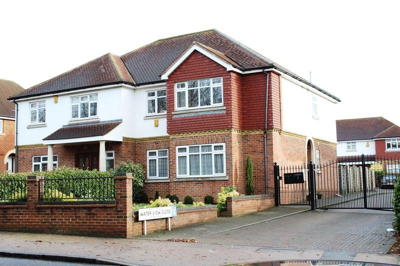 4 Bedrooms Semi Detached House for sale in Waterview Close, Bexleyheath