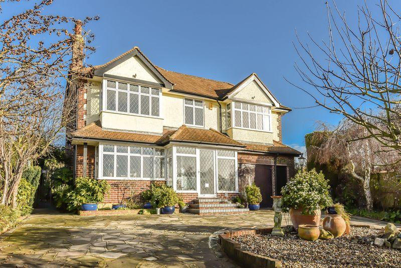 5 Bedrooms Detached House for sale in Hill Crescent, Bexley