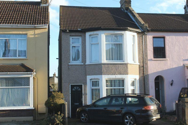 1 Bedroom Ground Flat for sale in Wakering Avenue, Southend-On-Sea