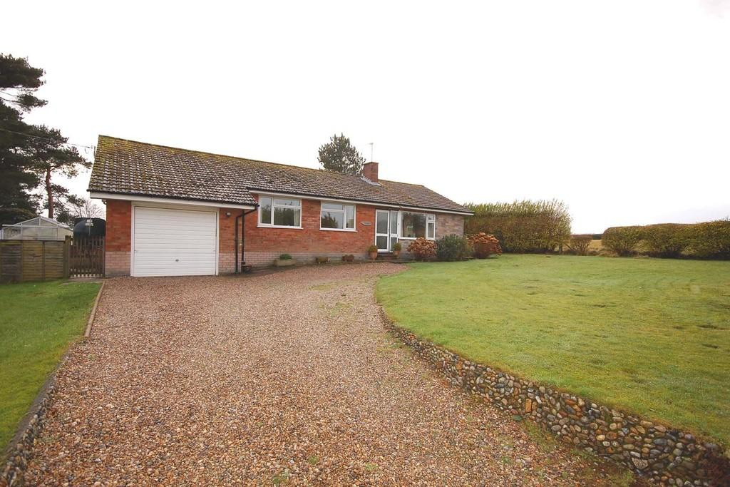 3 Bedrooms Detached Bungalow for sale in The Street, Little Barningham