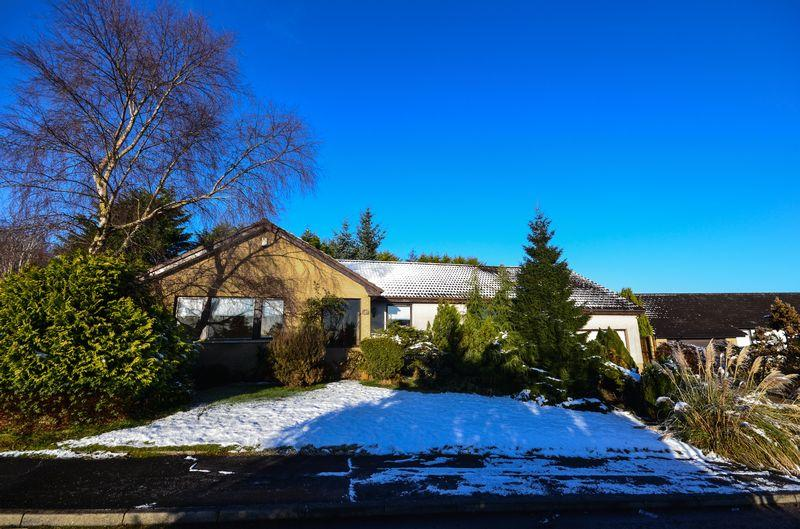 4 Bedrooms Detached Bungalow for sale in Langdales Avenue, Cumbernauld
