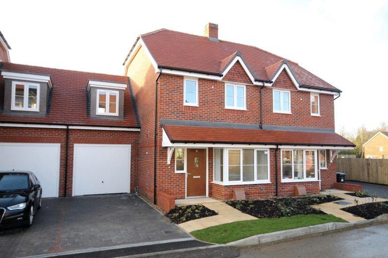 3 Bedrooms Semi Detached House for sale in LEATHERHEAD - NEW BUILD