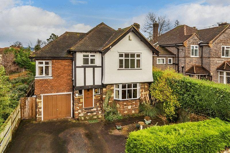 4 Bedrooms Detached House for sale in LEATHERHEAD - CLOSE TO STATION AND SCHOOLS