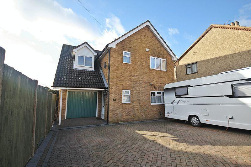 4 Bedrooms Detached House for sale in Station Road, Flitwick