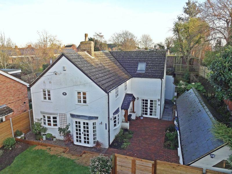 5 Bedrooms Detached House for sale in High Street, Pulloxhill
