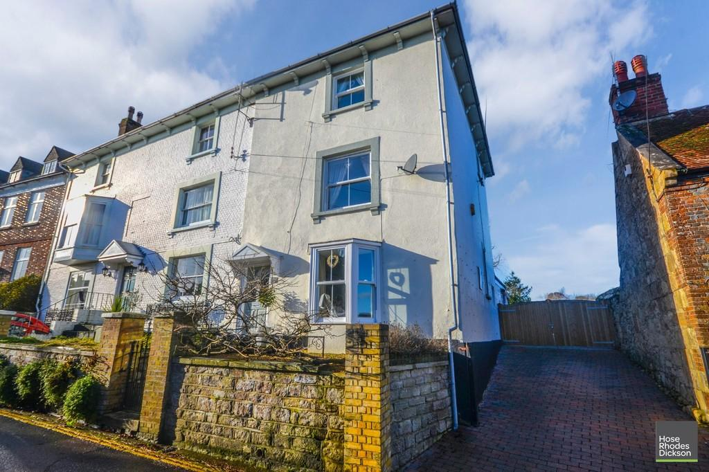 4 Bedrooms End Of Terrace House for sale in The Mall, Brading