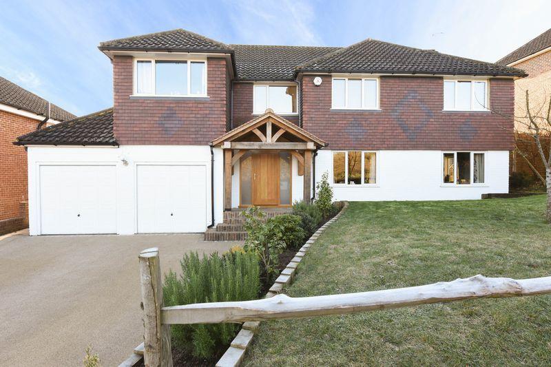 5 Bedrooms Detached House for sale in Effingham
