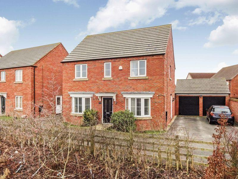 4 Bedrooms Detached House for sale in Ullswater Close, Oakley Vale, Corby