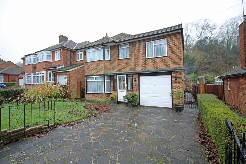 4 Bedrooms Detached House for sale in Holmwood Avenue, Sanderstead, Surrey