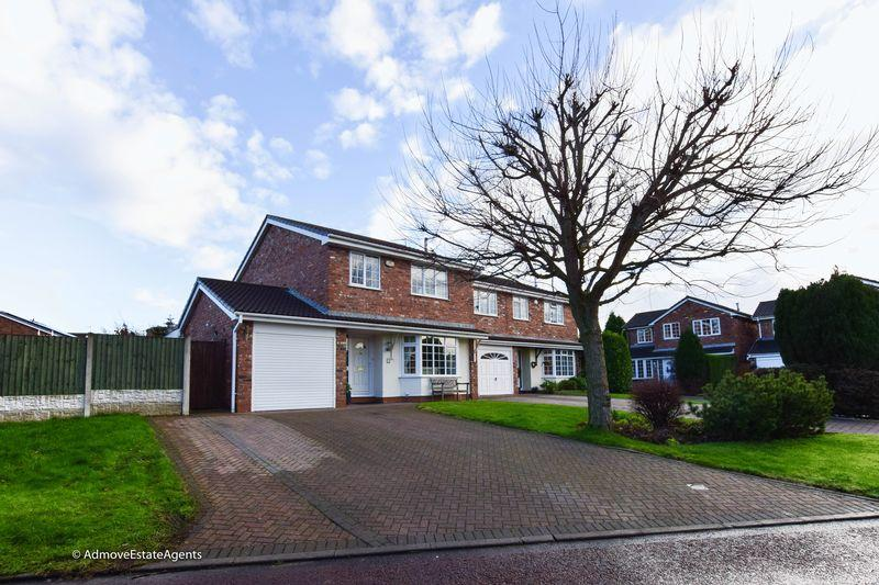 4 Bedrooms Detached House for sale in Kingfisher Grove, Northwich