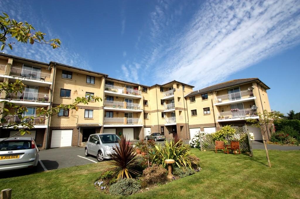 2 Bedrooms Flat for rent in Crescent Court, SHANKLIN