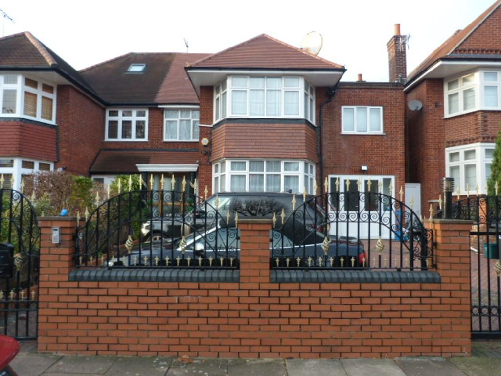 7 Bedrooms Semi Detached House for sale in The Avenue, Brondesbury