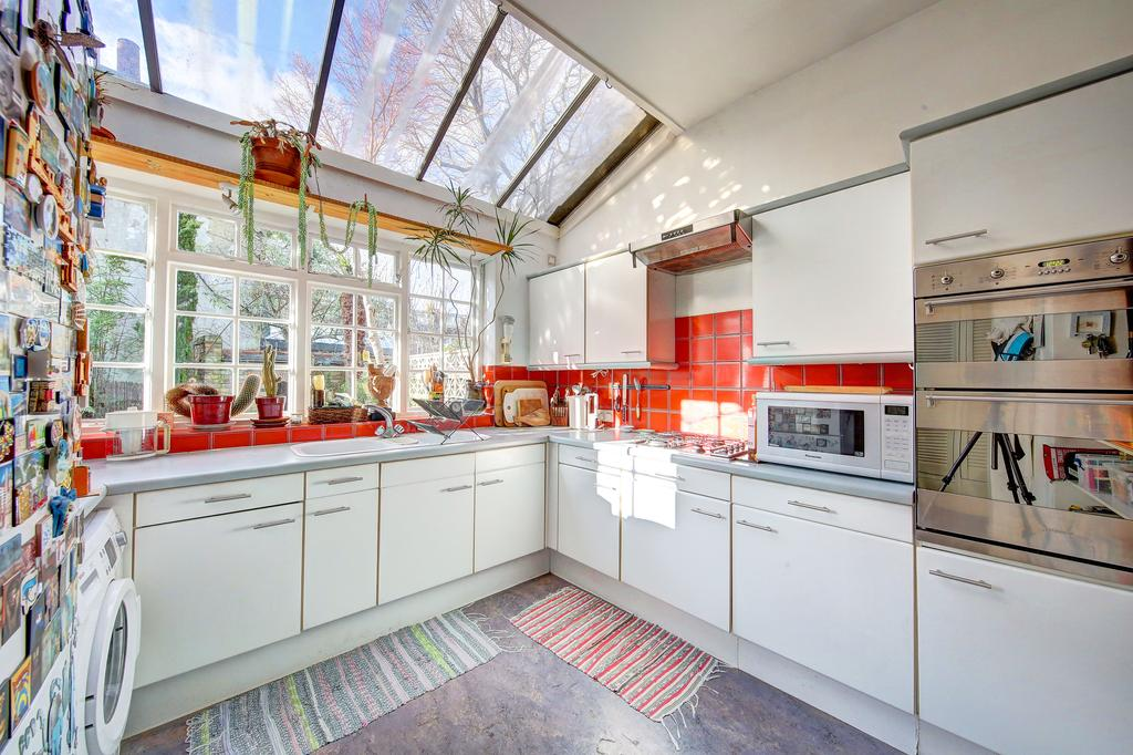 3 Bedrooms Terraced House for sale in Rannoch Road, Hammersmith, London