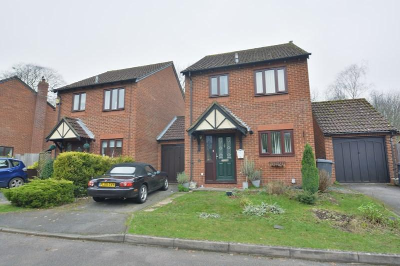 3 Bedrooms Link Detached House for sale in Cypress Grove, Andover