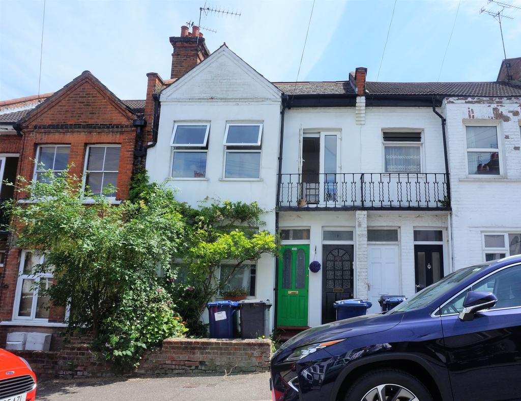 2 Bedrooms Flat for sale in Welbeck Road, East Barnet, London EN4