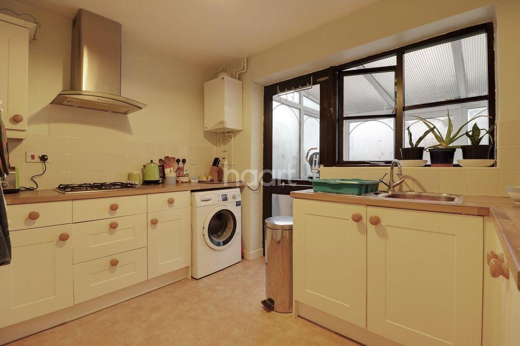 3 Bedrooms Semi Detached House for sale in Munnings Way, Lawford Dale, Manningtree, Essex