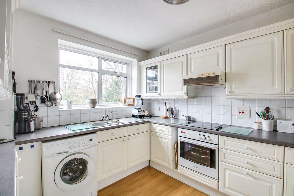 2 Bedrooms Flat for sale in Blackheath Park SE3