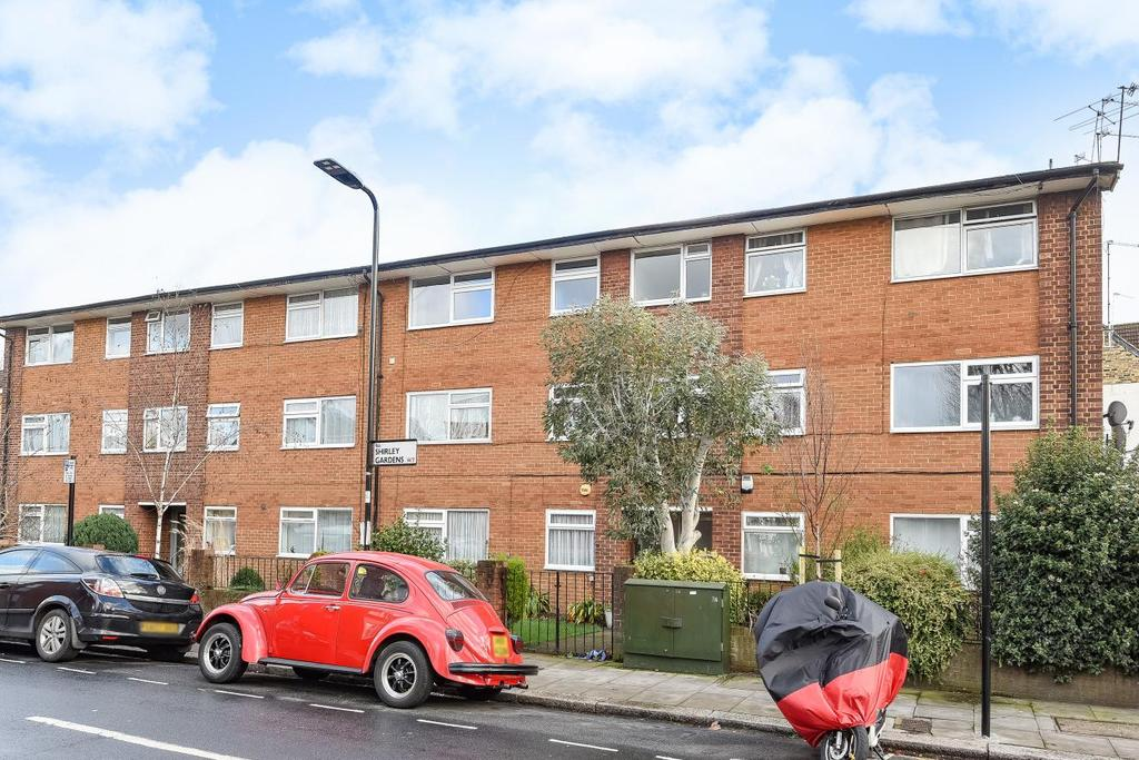 2 Bedrooms Flat for sale in Shirley Court, Hanwell