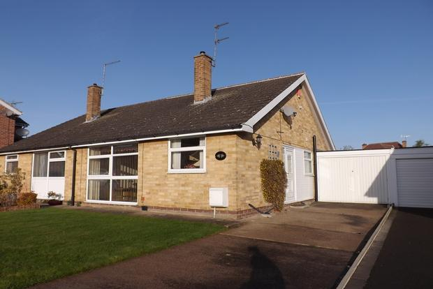 2 Bedrooms Bungalow for sale in Cransley Avenue, Wollaton, Nottingham, NG8