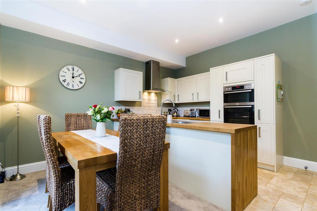 4 Bedrooms Terraced House for sale in Woodhall Road, Calverley