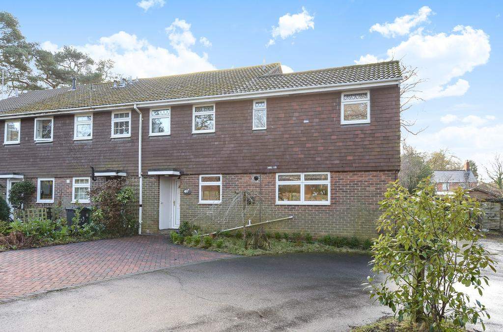 3 Bedrooms End Of Terrace House for sale in Pine Walk, Liss, GU33