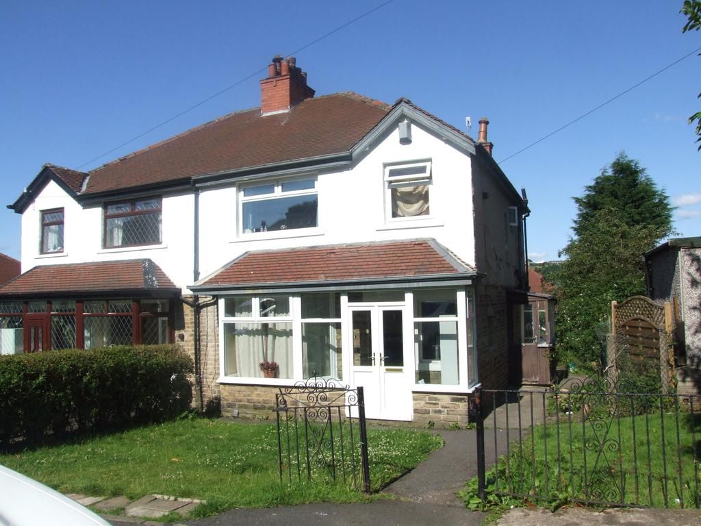 3 Bedrooms Semi Detached House for rent in Aireville Grove, Bradford BD18