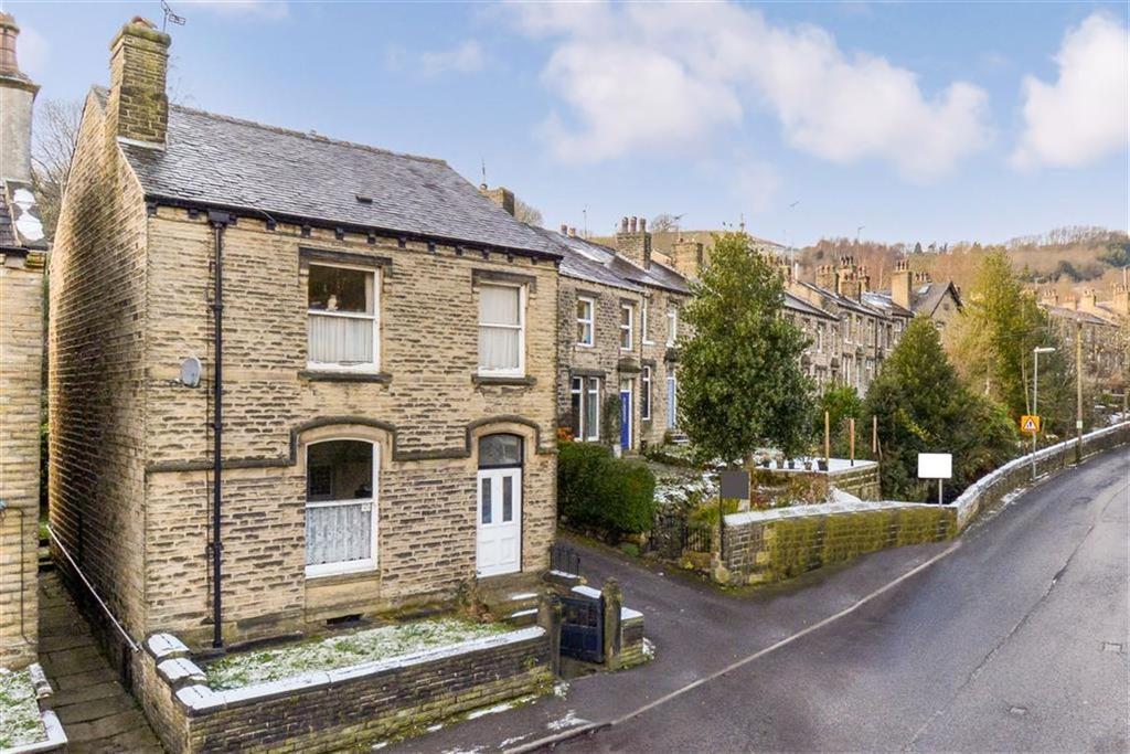 3 Bedrooms Detached House for sale in Crimble Bank, Slaithwaite, Huddersfield, HD7