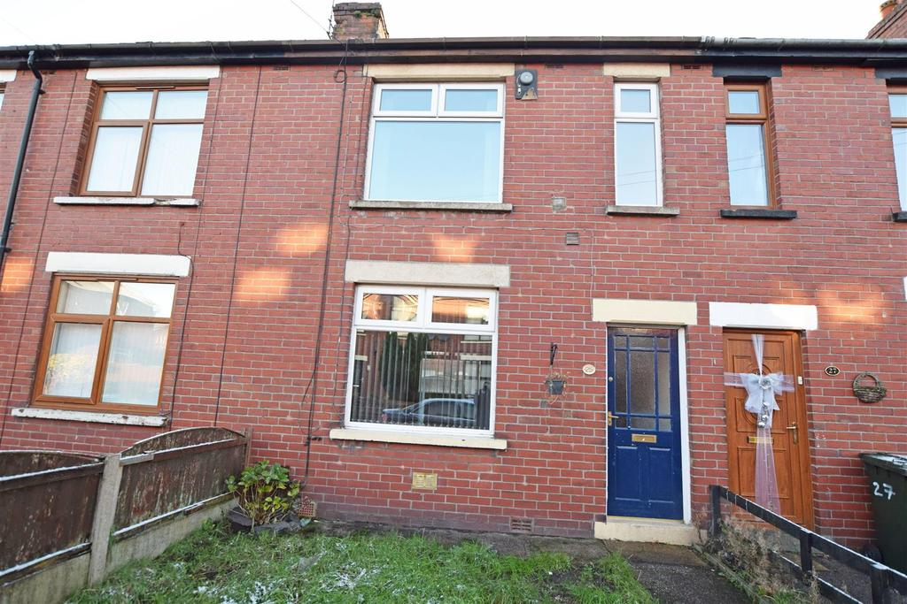 2 Bedrooms Terraced House for sale in Hulbert Street, Middleton, Manchester