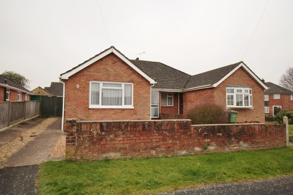 3 Bedrooms Semi Detached Bungalow for sale in Westbury Court, Hedge End SO30