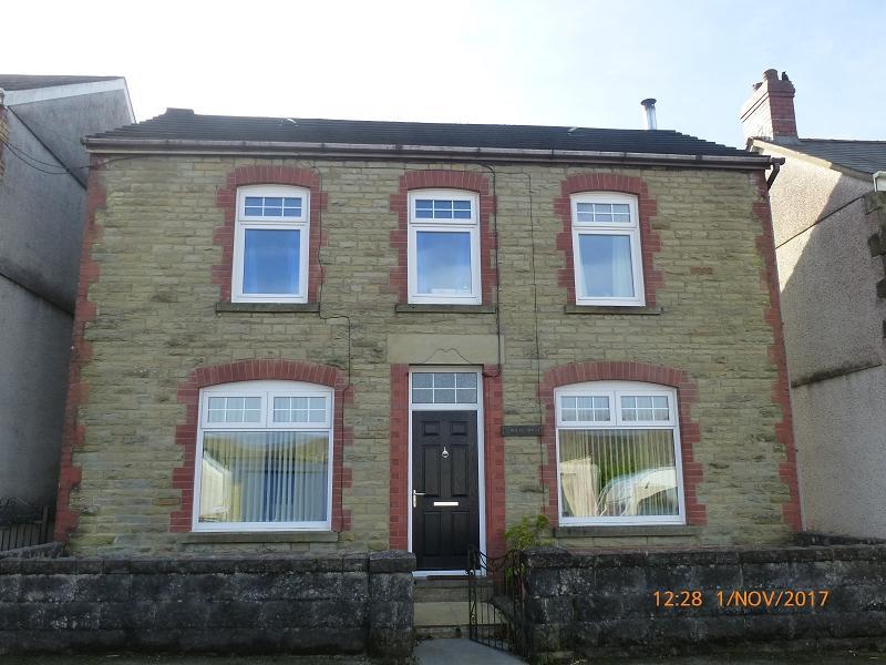 4 Bedrooms Detached House for sale in Wern Road, Garnant, Ammanford, Carmarthenshire.