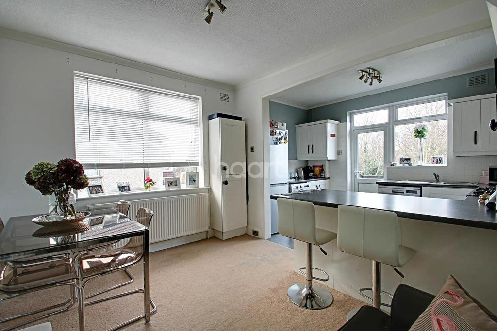 2 Bedrooms Maisonette Flat for sale in Tudor Drive, Gidea Park