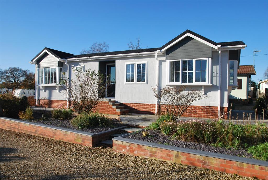 2 Bedrooms Park Home Mobile Home for sale in Dalefords Lane, Whitegate, Northwich