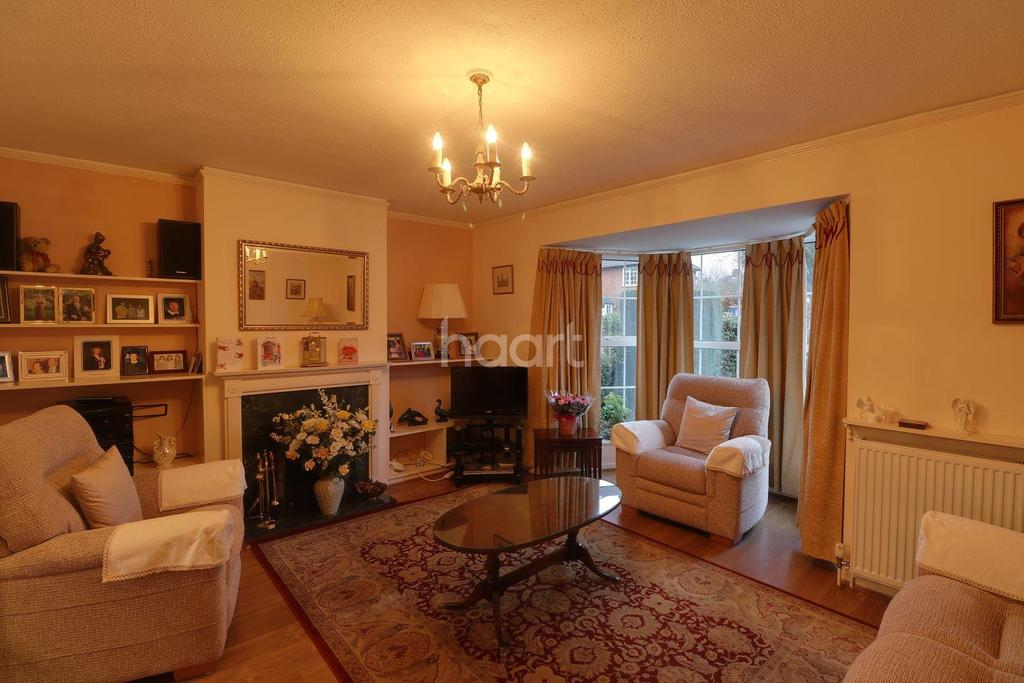 3 Bedrooms Semi Detached House for sale in Fearnley Road