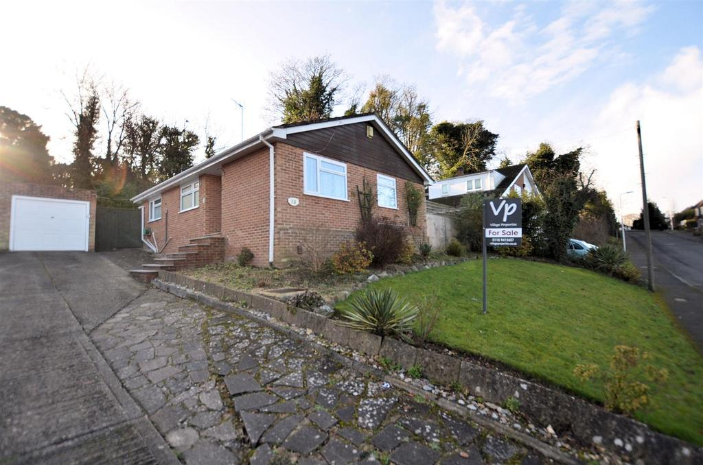 3 Bedrooms Detached Bungalow for sale in Westridge Avenue, Purley On Thames, Reading