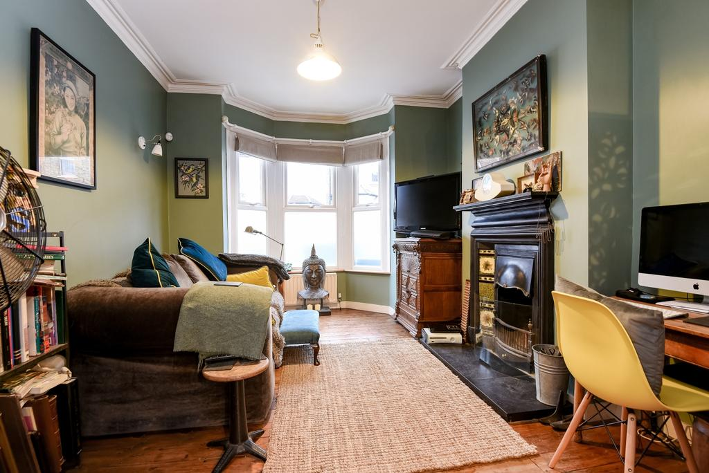 2 Bedrooms Terraced House for sale in Tewson Road London SE18