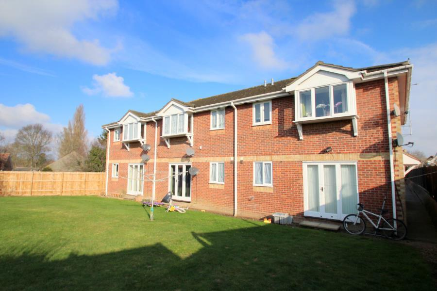 2 Bedrooms Maisonette Flat for sale in Westminster Court, Old Heath, Colchester, Essex