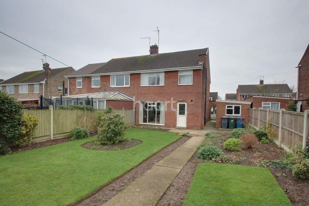 3 Bedrooms Semi Detached House for sale in Clumber Drive, Radcliffe-On-Trent, Nottinghamshire
