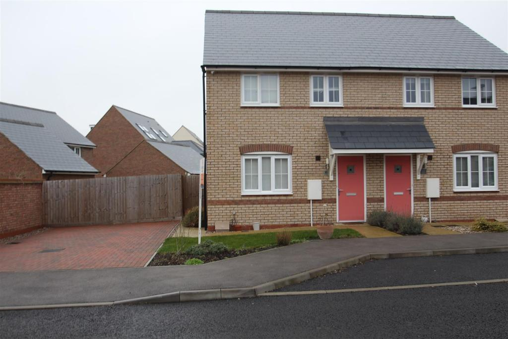 3 Bedrooms House for sale in Mary Rose, Brooklands, Milton Keynes