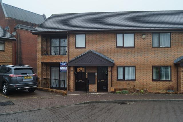 2 Bedrooms Ground Maisonette Flat for sale in Park End Court, Park End Lane, Cyncoed, Cardiff CF23