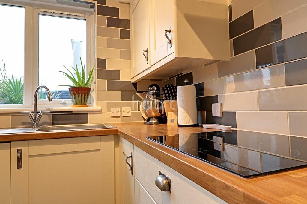 2 Bedrooms Terraced House for sale in Garland Road, Parkeston, Harwich, Essex