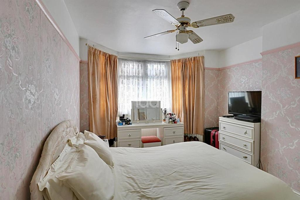 3 Bedrooms Semi Detached House for sale in Springfield Road, Thornton Heath, CR7